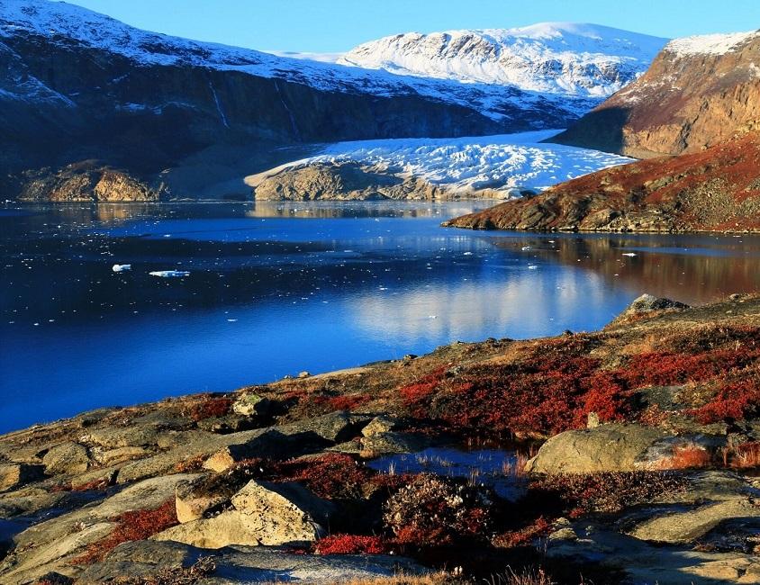 Glacier dans un fjord et toundra - Groenland | Les Mondes Polaires