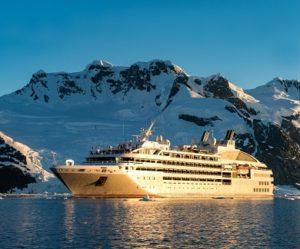 Façade du bateau d'expédition Lyrial - Région polaire | Les Mondes Polaires