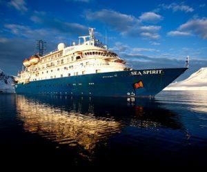 Façade du bateau d'expédition Sea Spirit- Région polaire | Les Mondes Polaires