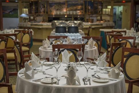 Restaurant du bateau d'expédition Ocean Diamond - Région polaire | Les Mondes Polaires