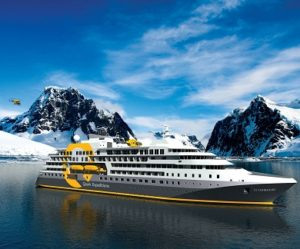 Exterieur du bateau d'expédition Ultramarine - Région polaire | Les Mondes Polaires