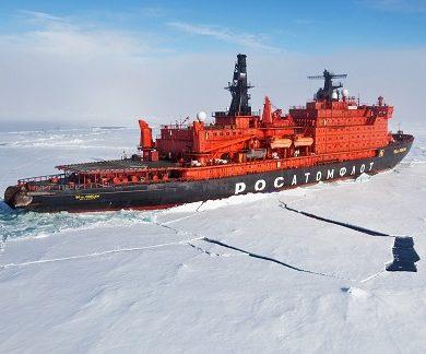 Exterieur du bateau brise-glace 50 Years of Victory - Région polaire | Les Mondes Polaires