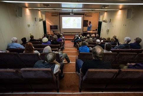 Auditorium du bateau d'expédition Kapitan Khlebnikov - Région polaire   Les Mondes Polaires