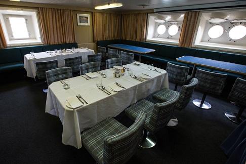 Restaurant du bateau d'expédition Kapitan Khlebnikov - Région polaire   Les Mondes Polaires