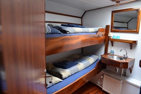 Cabine avec lavabo du voilier d'expédition Noorderlicht - Région polaire | Les Mondes Polaires