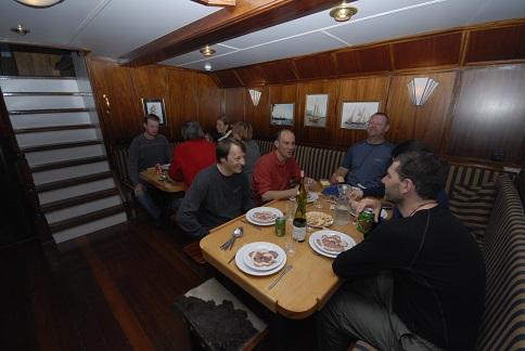 Restaurant du voilier d'expédition Noorderlicht - Région polaire | Les Mondes Polaires
