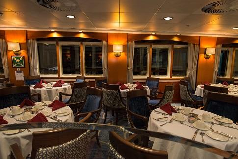 Restaurant du bateau d'expédition Ocean Adventurer - Région polaire | Les Mondes Polaires