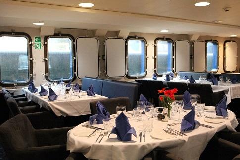 Restaurant du bateau d'expédition Plancius - Région polaire | Les Mondes Polaires