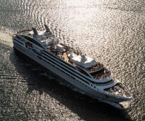 Vue aerienne du bateau d'expédition Soleal - Région polaire | Les Mondes Polaires