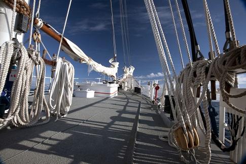 Pont du voilier d'expédition Rembrandt - Région polaire | Les Mondes Polaires
