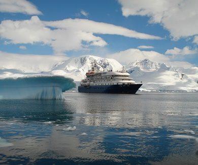 Facade du bateau d'expédition Hebridean Sky - Région polaire | Les Mondes Polaires