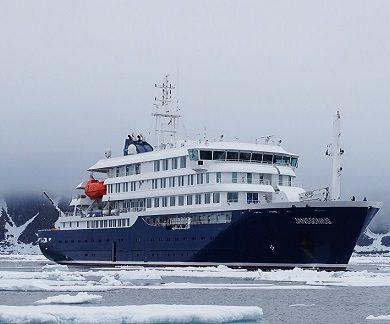 Exterieur du bateau d'expédition Janssonius - Région polaire | Les Mondes Polaires