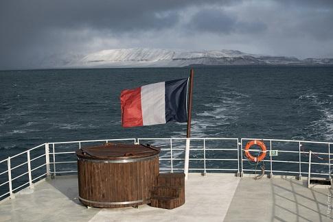Pont du bateau d'expedition Polarfront - région polaire   Les Mondes Polaires