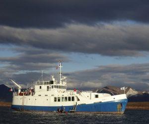 Exterieur du bateau d'expedition Polaris - région polaire   Les Mondes Polaires