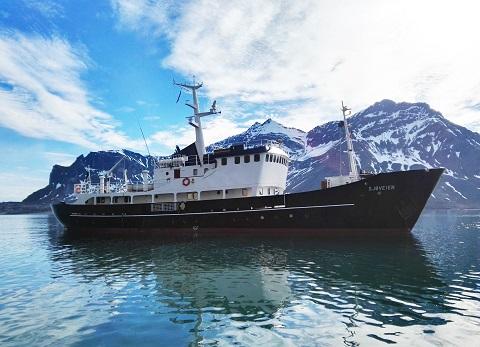 Exterieur du bateau d'expedition Sjoveien - région polaire | Les Mondes Polaires