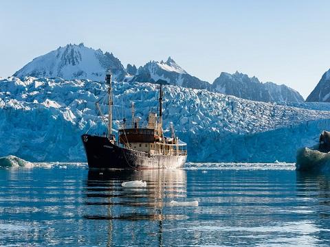 Exterieur du bateau d'expedition Stockholm - région polaire | Les Mondes Polaires