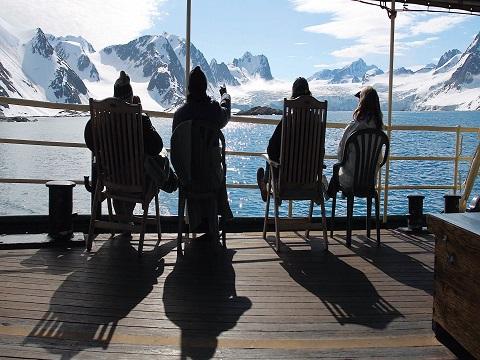 Vue depuis le pont du bateau d'expedition Stockholm - région polaire | Les Mondes Polaires
