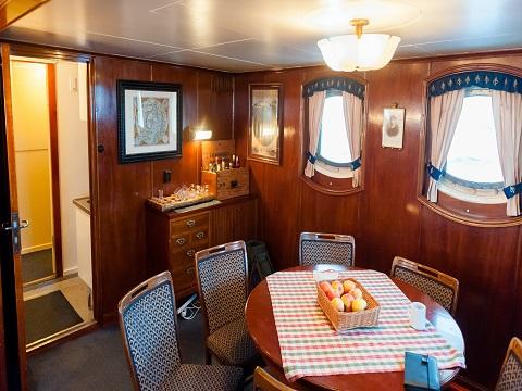 Coin repas du bateau d'expedition Stockholm - région polaire | Les Mondes Polaires