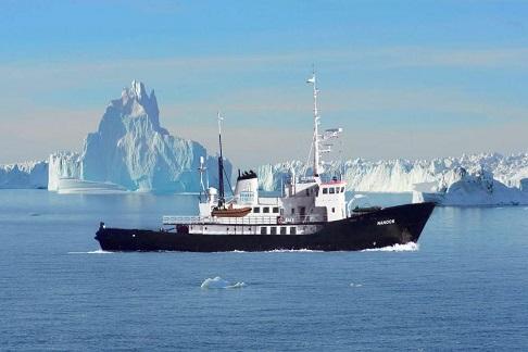 Exterieur du bateau d'expedition Nanook - région polaire | Les Mondes Polaires